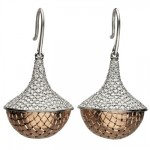 Pendants d'oreilles Pagode en or rose et diamants.